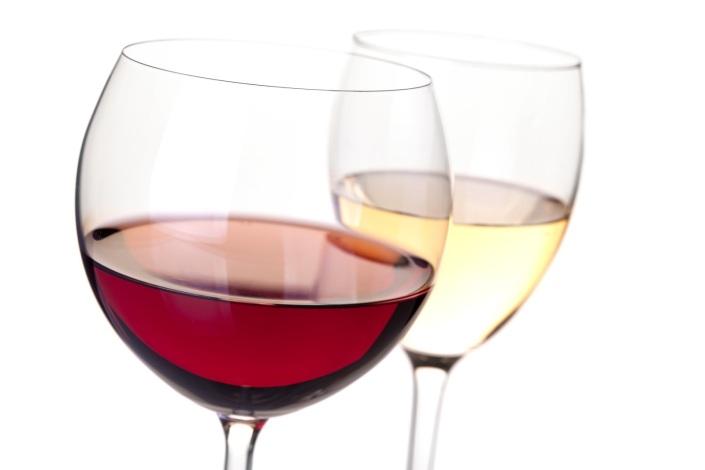 Amestecul de vin alb cu vin rosu nu provoaca migrene! Ci excesul...